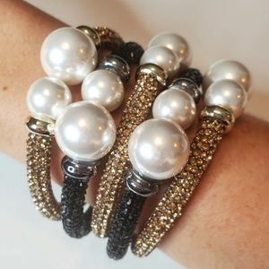 Rhinestones and pearls bracelet